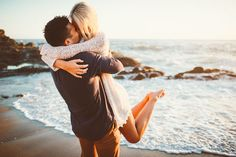 Adorable beach engagement photo pose & inspiration!