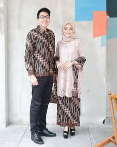 Who is not familiar with batik outfit? This outfit is a cultural and characteristic symbol in Asia especially in Indonesia. At first appearance batik was only Kebaya Lace, Kebaya Hijab, Kebaya Dress, Batik Kebaya, Kebaya Muslim, Muslim Dress, Batik Dress, Model Kebaya Modern, Kebaya Modern Dress