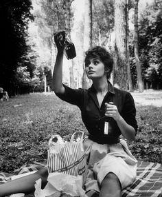 historiful: A picnic with actress Sophia Loren... - masika wa