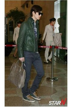 very cool and handsome Jonghyun /CNBLUE