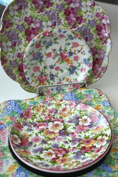 I wish I could bottle the magnificent emotions that I feel when I am near CHINTZ! Vintage Plates, Vintage Dishes, Antique China, Vintage China, China Patterns, Pretty Patterns, China Porcelain, High Tea, Shabby