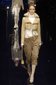 Dolce+Gabbana+Fall+2006+DxV7lZfC_n_x.jpg (930×1400)