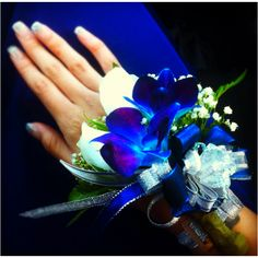 Prom corsage :) minus all the ribbon Blue Corsage, Corsage And Boutonniere, Flower Corsage, Wrist Corsage, Boutonnieres, Corsage Wedding, Prom Corsage, Wedding Bouquet, Prom Flowers