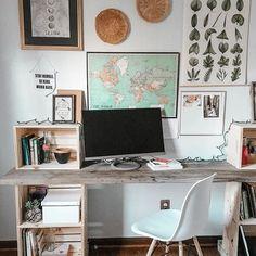 boho chic, eclectic office, DIY wooden reclaimed crate desk via - DIY Desk Ideen Wooden Crates Desk, Crate Desk, Diy Wooden Crate, Diy Wooden Desk, Diy Office Desk, Home Office Storage, Home Office Desks, Office Decor, Eclectic Desks