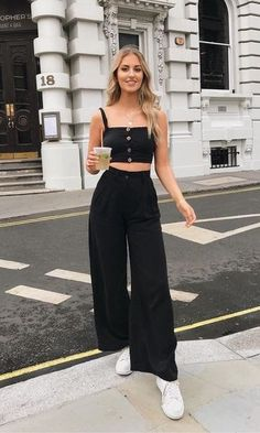 Look Conjunto All Black Cropped + Calça Pantalona