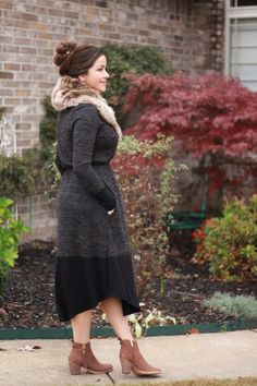 """""""We eagerly wait all year for fur-collar-season (aka """"""""fall and winter"""""""") to come back around! The stylish and luxe look of a fur accessory cannot be denied and this oversized faux fur is no exception! Modest Outfits, Skirt Outfits, Modest Fashion, Casual Outfits, Fashion Dresses, Women's Fashion, Pretty Outfits, Cute Outfits, Conservative Outfits"""