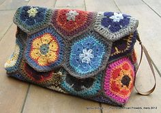 Crochet Granny Square Purse Totes African Flowers Ideas For 2019 Bag Crochet, Crochet Shell Stitch, Crochet Clutch, Crochet Handbags, Crochet Purses, Love Crochet, Crochet African Flowers, Crochet Flowers, Diy Sac Pochette