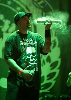 B-Real of Cypress Hill. Music Pics, Old Music, Music Images, Hiphop, Rapper Delight, Cypress Hill, Famous Pictures, Old School Music, Hip Hop Artists