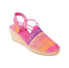 TAMARA es un modelo de alpargata cómoda, la seda le otorga elegancia y distinción. Las tiras de goma cosidas a la tela le dan una gran sujeción al pie.