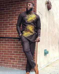 I will be the first to admit they raise our body temperatures when they are looking handsome and these spicy men look fabulous in these hawt male styles Nigerian Men Fashion, African Men Fashion, Mens Fashion, African Blouses, African Tops, Ankara Styles For Men, How To Look Handsome, Dashiki, Men Looks