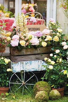Vintage Wheelbarrow Display (bridesmagazine.co.uk) (bridesmagazine.co.uk)