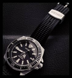 Seiko on uncleseiko waffle strap Seiko Samurai, Skin Diver, Seiko Mod, Seiko Watches, Luxury Watches, Vintage Watches, Fashion Watches, Citizen, Omega Watch