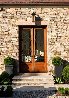 Pretty door and stone exterior. Diy Barn Door, Exterior Design, Entrance Door Design, Exterior, Front Door, Brick And Stone, Black Entry Doors, Doors, Stone Houses