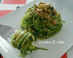 Oggi vi propongo degli spaghetti davvero insoliti...fatti con le zucchine!