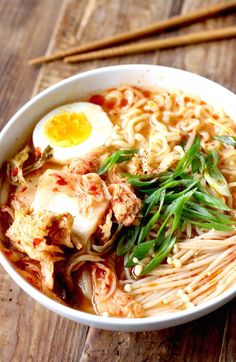 Ramen Noodles with Spicy Korean Chili Dressing Easy Asian Recipes, Healthy Recipes, Ethnic Recipes, Cooking Ingredients, Cooking Recipes, Lasagna Recipes, Kimchi Ramen, Fermented Cabbage, Homemade Ramen