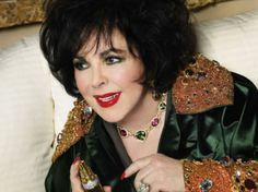 Elizabeth Taylor s jewelry collection worth 30 m Cleopatra, Elizabeth Taylor Schmuck, Elizabeth Taylor Perfume, Divas, Violet Eyes, Taylor White, Royal Jewels, Hollywood Stars, Classic Hollywood