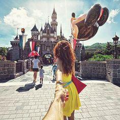 Great photo series - Photographer's girlfriend leads him around the world Disneyland photography Disney Pictures, Couple Pictures, Funny Pictures, Murad Osmann, Hong Kong Disneyland, Photo Series, Travel Couple, Magic Kingdom, Disney Love