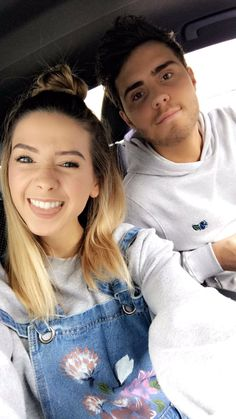Loving the dungarees Zoella Style, Zoella Hair, Zoella Beauty, Sugg Life, Zoe Sugg, Vlog Squad, Girl Online, Celebs, Celebrities