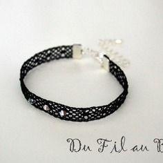Bracelet en dentelle trois perles noir