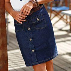 La jupe en jean boutonnée, indispensable cet été, et dès maintenant avec des collants et une belle paire de boots ! #blancheporte