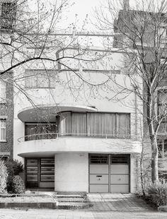 Far Nearer - deestijl: Bruxelles Brussel Brüssel Les Années. Architecture Design, Classical Architecture, Contemporary Architecture, Japanese Architecture, Casa Art Deco, Art Deco Home, Art Nouveau, Estilo Art Deco, Streamline Moderne