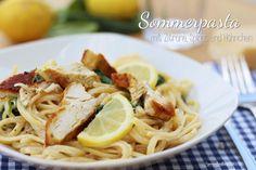 Hier kommt unsere Sommerpasta mit erfrischender Zitrone, Hähnchen und Spinat. Zum Genießen auf dem Balkon und zum Träumen vom Urlaub am Mittelmeer.