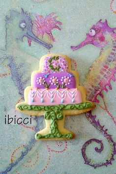 Tiered Cake Cookie on Cake Stand // IBICCI | Cookie Connection