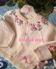 Knitted Baby Cardigan, Baby Pullover, Knitted Poncho, Kids Dress Collection, Smocking Baby, Crochet Baby, Knit Crochet, Vogue Knitting, Baby Doll Clothes
