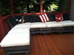 Outdoor Pallet Relaxation Sofa