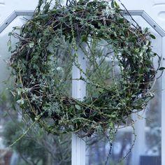 Christmas Wreaths, Xmas, Winter Solstice, Fall Flowers, Yule, Grapevine Wreath, Grape Vines, Flower Arrangements, Diy And Crafts