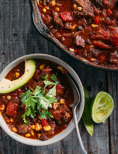 Southwest Chili Flavors from the southwest including corn, black beans and jalapeno for a spicy beef chili. Set out garnishes for a chili bar to enjoy at a tailgate or your game day at home! Chili Recipes, Mexican Food Recipes, Soup Recipes, Dinner Recipes, Southwest Chili Recipe, Pressure Cooker Chili, Easy Halloween Food, Homemade Chili, Winter Soups