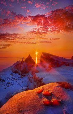 Sunrise on the shore of Lake Michigan in Wisconsin, USA