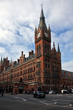 London St Pancras station by Ingy The Wingy, via Flickr