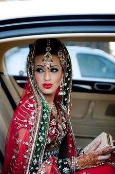 """from Beautiful Indian Brides. India is probably the last civilized """"foreign"""" land w/ a culture that's alien to me . which is weird since Fremont, California is essentially Little India. Beautiful Indian Brides, Beautiful Bride, Beautiful People, Beautiful Suit, Dead Gorgeous, Absolutely Gorgeous, Pakistani Bridal, Indian Bridal, Punjabi Bride"""