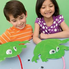 """Fat Frogs on a Skinny Log by Sara Riches - """"Hungry Hungry Frogs"""" Craft Projects For Kids, Easy Crafts For Kids, Summer Crafts, Art For Kids, Craft Ideas, Math Projects, Frog Activities, Nutrition Activities, Frog Theme"""
