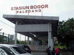 Stasiun Bogor Paledang atau kerap disingkat Stasiun Paledang adalah sebuah stasiun pemberangkatan & perhentian bagi kereta menuju dan dari Sukabumi dan Cianjur