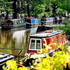Little Venice - Maida Vale in London. he area features a series of canals that host the Canalway Cavalcade every year. Over 160 boats flock to the canals annually for a series of events, parades, and for shopping and eating. Westminster, The Places Youll Go, Places To See, Magical Pictures, London Places, Things To Do In London, London Travel, Travel Uk, Great Britain