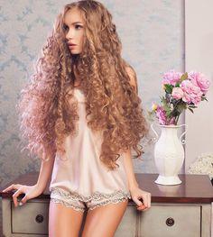 Long Curls, Long Wavy Hair, Very Long Hair, Big Hair, Strawberry Blonde Hair, Beautiful Long Hair, Female Images, Straight Hairstyles, Curly Hair Styles