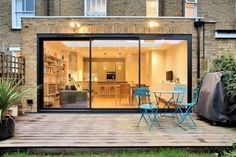 This very slick flat roof contemporary extension has extra large skylight in the… – Kitchen Extension Sliding Doors, Kitchen Diner Extension, Sliding Patio Doors, Interior Sliding Doors, Glass Roof Extension, Folding Doors, Garage Doors, House Extension Plans, House Extension Design