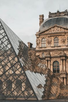 The Louvre museum and glass pyramid in Paris, France. Places to visit and see on your vacation trip to Paris. Paris bucket list things to do. Places To Travel, Places To See, Travel Destinations, Vacation Travel, Vacation Places, Solo Travel, Louvre Paris, Paris Paris, The Louvre