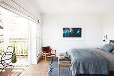 Created by architect Walter Barda and interior designer Justine Hugh-Jones, this newly built beach house in Sydney's Bilgola celebrates coastal living sans beachy clichés. Coastal Cottage, Coastal Homes, Coastal Decor, Coastal Style, Coastal Living, Small Bathroom Paint Colors, Tv Decor, Home Decor, Decor Ideas