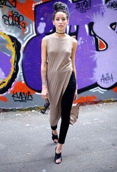 A Maxi tshirt ou Maxi Camisa é uma das tendências mais ousadas de Verão para as mais fashionistas! Nada mais é que uma t-shirt comprida com recortes l...