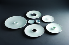 GICB2007 The International Competition/ <Bronze Prize_Ceramics for use> Youngho LEE / Korea / Transformation of Plates / 2006 / Wheel throwing, white porcelain / 100×100