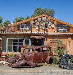 Stop at Calvinia's Rustic Art tucked away from the main drag and unearth a weird world of junk and art in the Karoo. Sa Tourism, Desert Area, Hippie Shop, Wildlife Safari, Found Art, Rustic Art, Flat Roof, Travel Info, Weird World