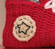 71133d514eee68  Free Pattern+Video Tutorial  Super Fun And Super Easy Crochet Converse  Slippers For Women