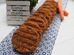 Ingrédients pour 20 Burgers Vegan : 350 g de quinoa 350 g de lentilles 1 poivron rouge 3 belles carottes 50 g de levure maltée 3 cuillères a soupe de maïzena Sel/ poivre Couper les carottes et le poivron en petits dés ou mixer. Les faire revenir dans une sauteuse avec des épices. Cuire lentilles et quinoa. Une fois cuits, mixer pour obtenir une pâte. Mélanger ensuite les légumes à la pâte de lentille/quinoa en ajoutant 3c de maïzena, sel poivre et épices. Pâte bien homogène. Vegetarian Recipes, Cooking Recipes, Healthy Recipes, No Cook Meals, Kids Meals, Vegan For A Week, Vegan Burgers, Going Vegan, Vegan Gluten Free