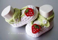 Strick- & Häkelschuhe - Babyschuhe Ballerinas Erdbeere - ein Designerstück von strickliene bei DaWanda