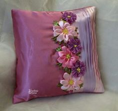 Almohadón Cushion Embroidery, Hand Embroidery Flowers, Silk Ribbon Embroidery, Sewing Pillows, Diy Pillows, Decorative Pillows, Throw Pillows, Pillow Crafts, Cushion Cover Designs