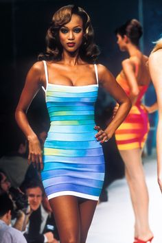 Spring/Summer Looks From The Runway: 1995 - Page 3