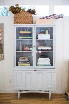 via Design Sponge Paint Storage, Lets Stay Home, Los Angeles Homes, Formal Living Rooms, Beautiful Interiors, Apartment Living, Home And Living, Decor Styles, Shelving